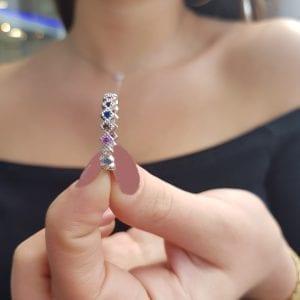 טבעת בשיבוץ צבעוני